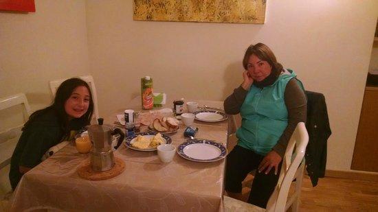 Al Centro Storico Roma Suite: Enjoying our American Breakfast!