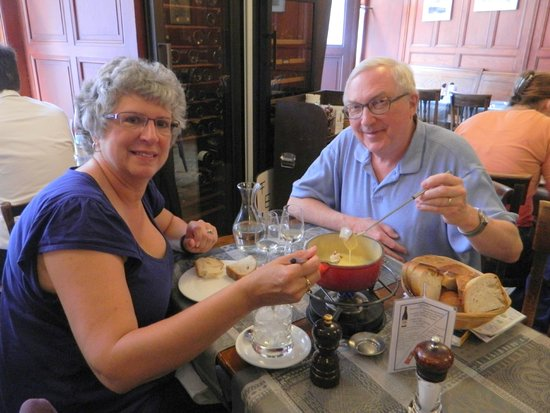 Cafe du Grutli : Fondue and wine, can't be better than that!