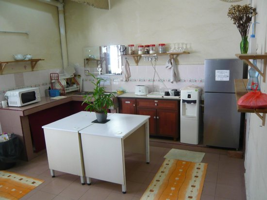 Roof Top Guest House Melaka: Nice big kitchen