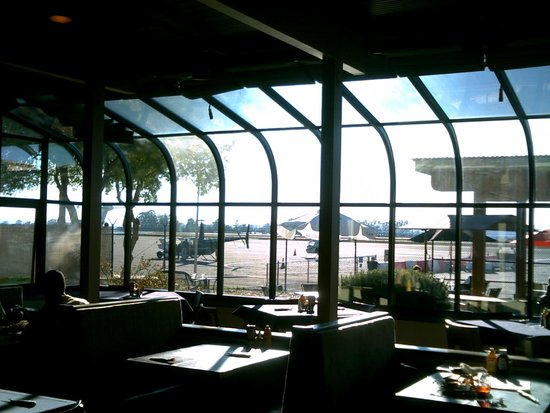 Charles M. Schulz Museum : STS Sky Lounge at the Bar, tarmac just outside patio.