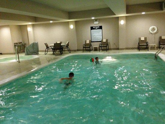 Hampton Inn Champaign/Urbana: Large heated indoor pool
