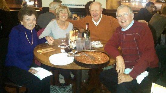 Lou Malnati's Pizzeria: Pre reunion pizza dinner!