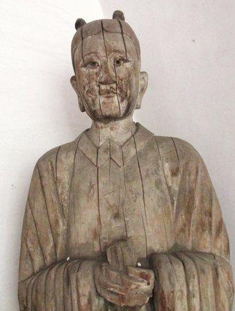Shuanglin Tempel: Nog steeds een 'levend' mens van hout...