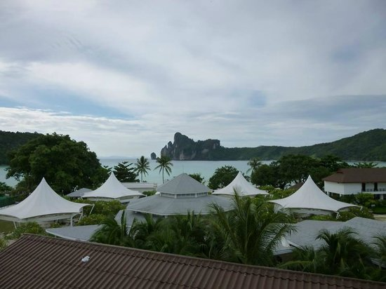 Phi Phi Hotel: View out of the room window