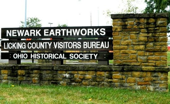 Great Circle Earthworks: entrance