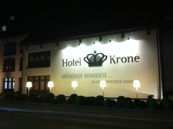 Hotel Krone Sarnen: Ночная подсветка отеля