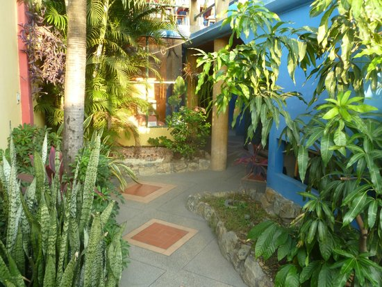 DreamKapture Hostel: Passage way to the hostel