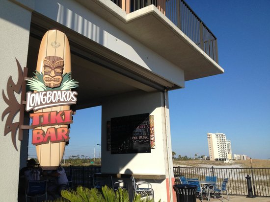 Hampton Inn & Suites Orange Beach: LONGBOARDS TIKI BAR