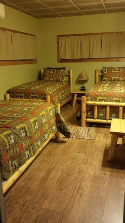 Phelps, NY: Second Room, 2 twin, one double bed