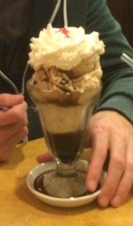 Holsten's Brookdale Confectionary: Coffee sundae