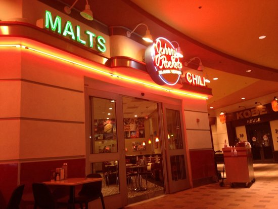 Johnny Rockets Dolphin Mall : Fachada a noite