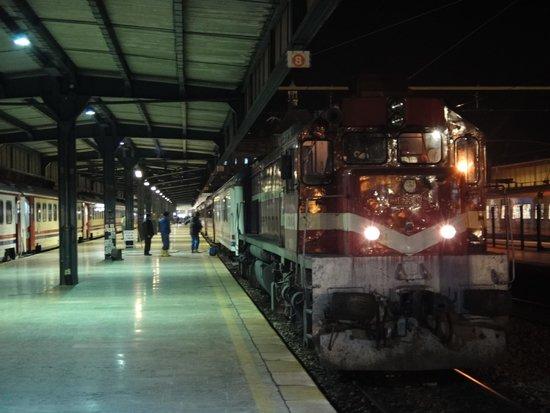 テヘラン行き列車 - Picture of Haydarpasa Terminal, Istanbul ...