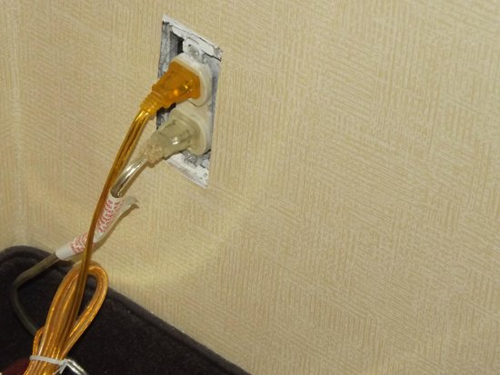 Comfort Inn Towson: Faceplates missing from electrical sockets