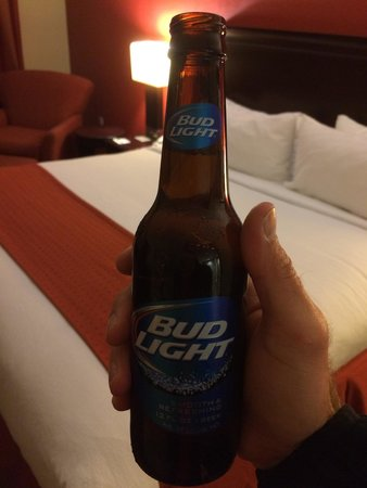 Holiday Inn Hotel & Suites Orange Park: Free beer at checkin