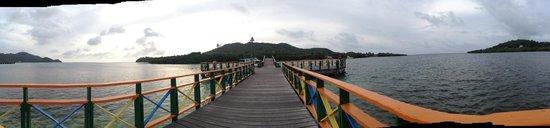 Департамент Сан-Андрес-и-Провиденсия, Колумбия: Vista de Santa Catalina en el atardecer desde el puente de los enamorados