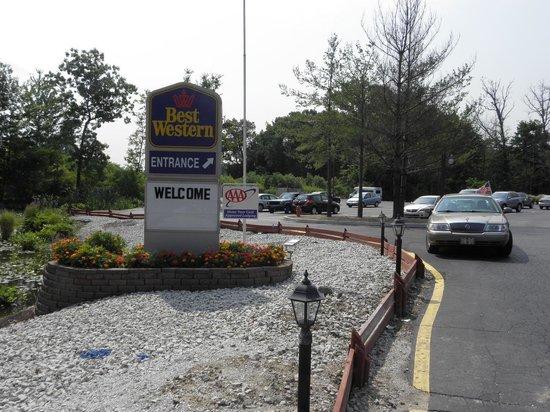 Best Western Indian Oak: Entrance to motel.