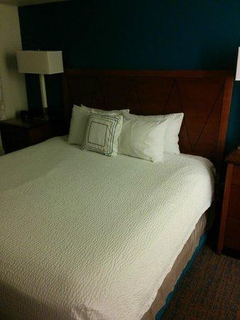 Residence Inn Los Angeles Westlake Village : Enclosed king bedroom