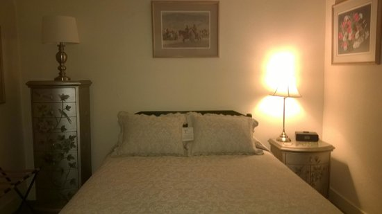 The Leland House and Rochester Hotel: Bedroom in Room #8