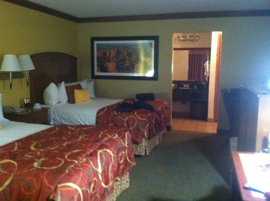 BEST WESTERN PLUS Greenwell Inn: Large, comfortable and very clean room.
