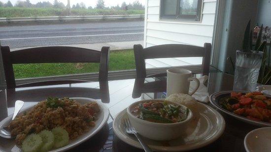 Nisa's Thai Kitchen: Pineapple Rice, Panang Curry and Salmon