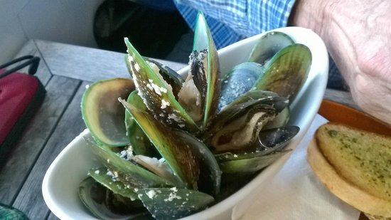 The Pier Lounge Bar & Cafe: NZ Green lipped mussels - yum