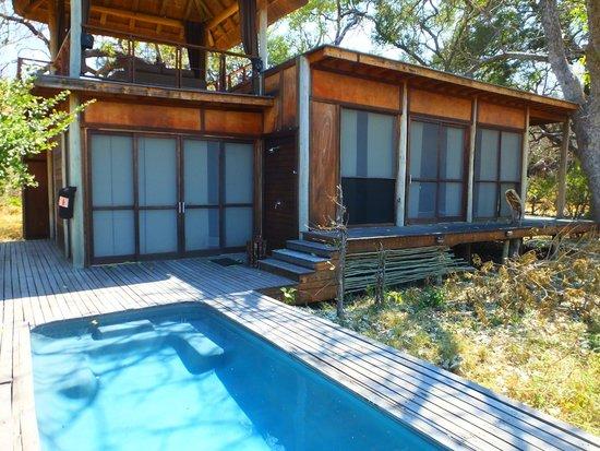 andBeyond Xudum Okavango Delta Lodge : Roof top lounge/outdoor shower/plunge pool