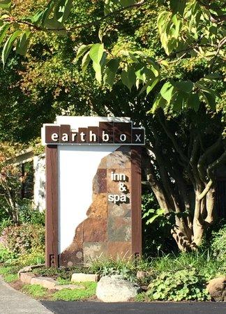 Earthbox Inn & Spa: nice grounds