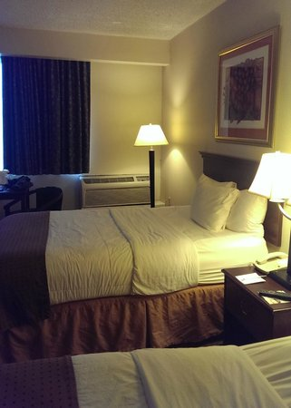 Quality Inn & Suites Palm Island Indoor Waterpark: Room with two twin beds