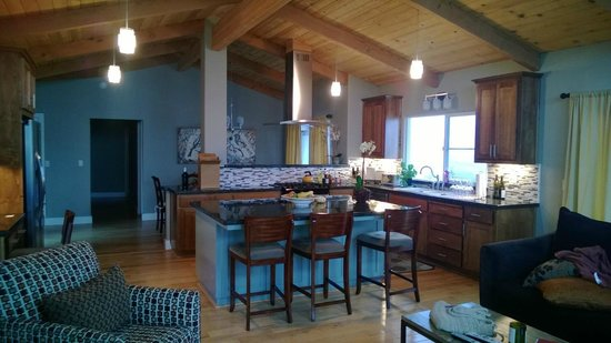 Venteux Vineyards Bed & Breakfast: Great Room/ Kitchen