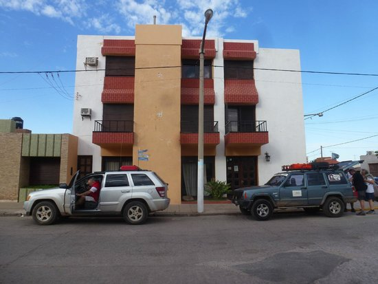 Dean Funes, الأرجنتين: El frente del hotel (sin el cartel)
