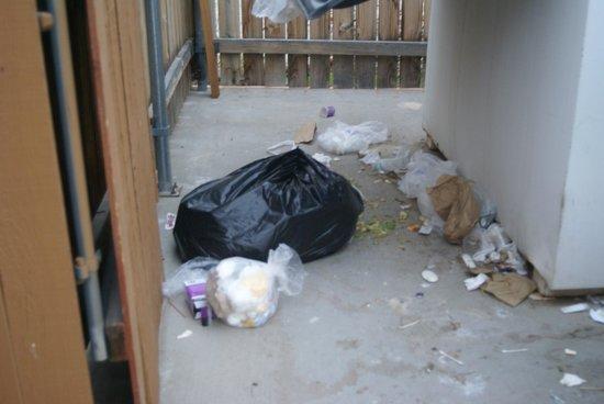 Comfort Inn Green River: dumpster area