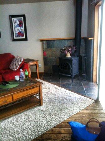 Ocean Cove Inn: Living Area