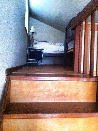Ocean Cove Inn: Loft with 2 twins