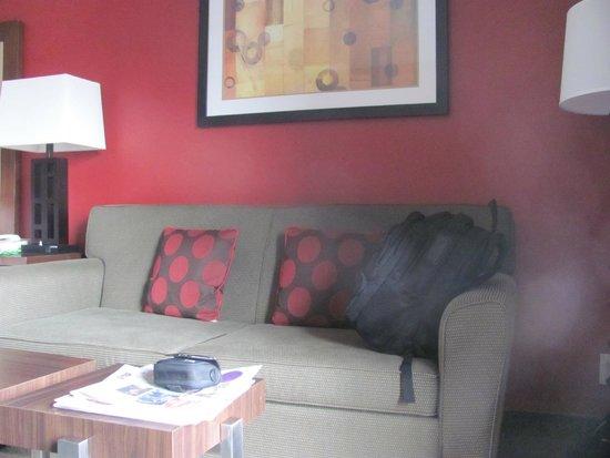Holiday Inn Express San Diego N - Rancho Bernardo: Comfortable Sofa set