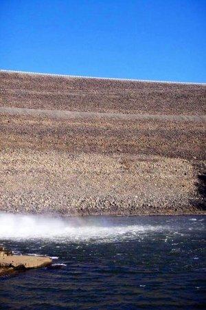 Summersville Dam: beautiful blue sky