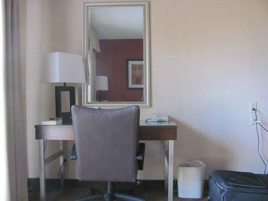 Holiday Inn Express San Diego N - Rancho Bernardo: Study table