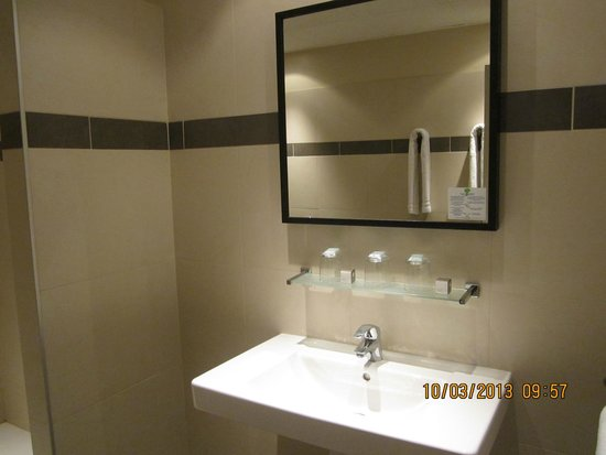 Bristol Hotel: bathroom mirror