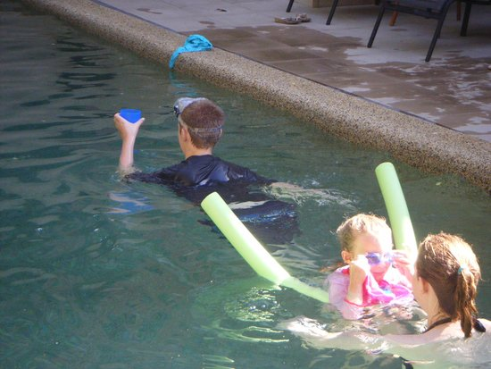 Nautilus Holiday Apartments : swimming lessons from big sister
