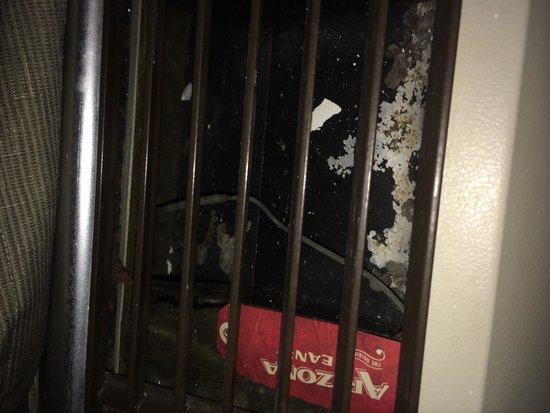 Chippewa Motel & Suites: Air conditioner vent