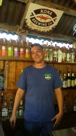Zogg's Raw Bar & Grill : Great Barkeep!!!!