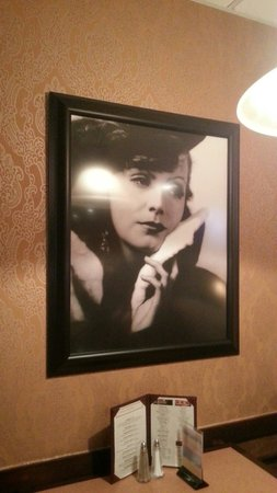 Speakeasy Bar: Greta Garbo watching over our table. Many other vintage photos give it a 20s atmosphere.