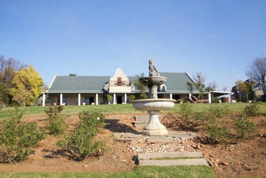 Mooiplaas Guesthouse : The farm from the front