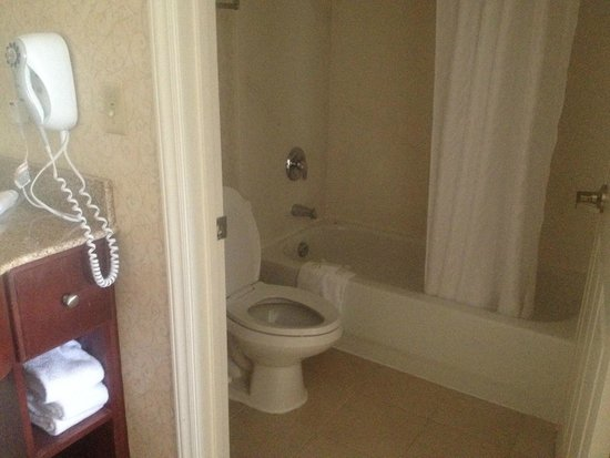 Bathroom picture of homewood suites by hilton raleigh for Bathroom suites direct