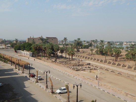 Nefertiti Hotel: Vista do Templo de Luxor a partir do terraço