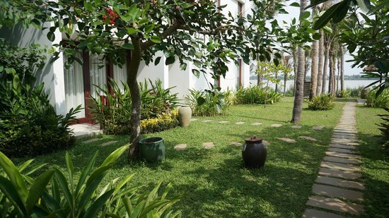 Vinh Hung Emerald Resort: Garden