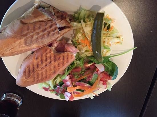 O'Petit : ham and cheese sandwich