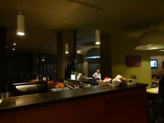 One Hotel: Restaurant