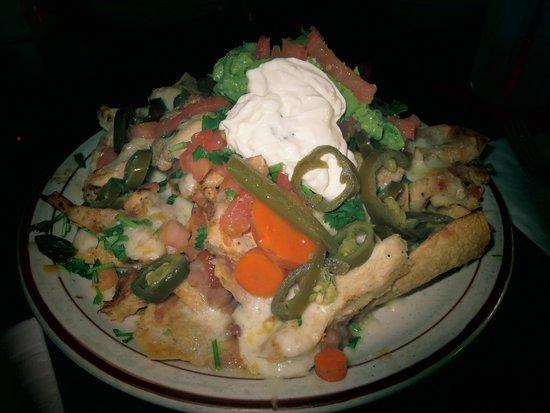 La Siesta Restaurant: happy hour nachos