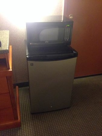 Holiday Inn Express Albuquerque (I-40 Eubank): fridge and microwave