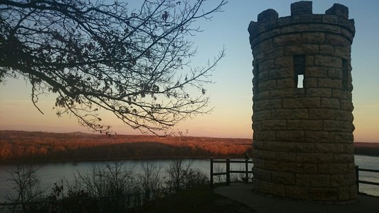 Dubuque, IA: Peaceful place with a nice view :)